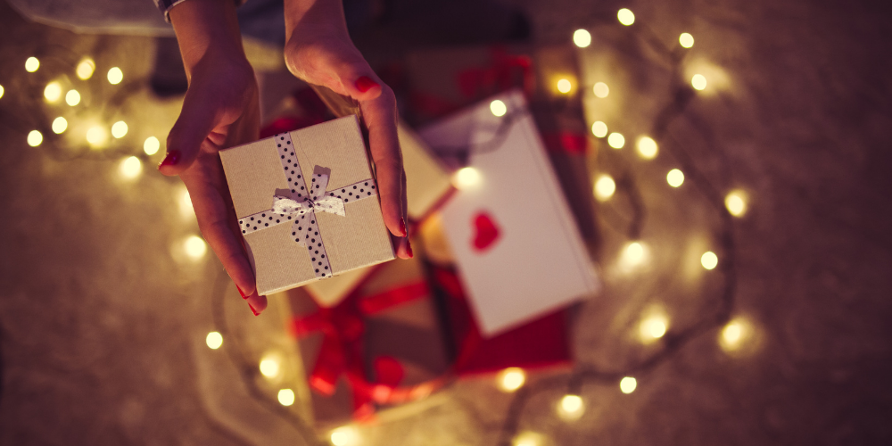 How much do Americans spend each year on Valentine's Day?
